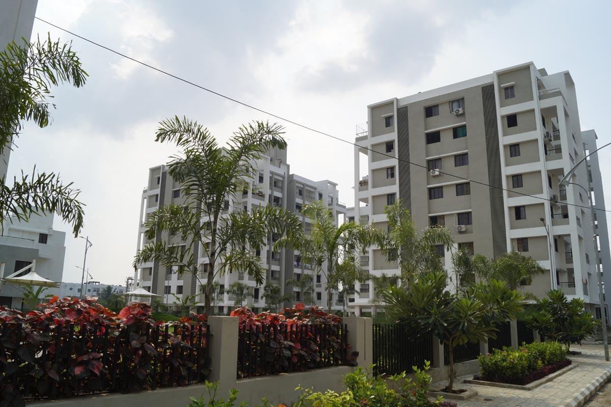 flats near koradi